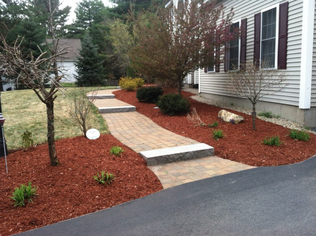 Bark Mulch For A Beautiful Yard In Nh Spring Landscaping