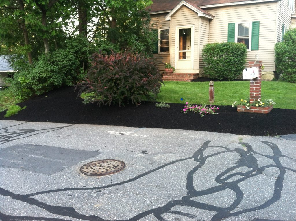 Landscaping with bark mulch : Bark mulch for a beautiful yard in nh spring landscaping